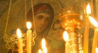 Почему зажигают свечи перед иконами