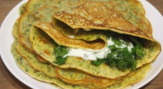 A quick and tasty snack: pancakes with herbs