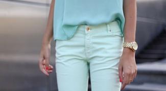 С чем носить мятные джинсы
