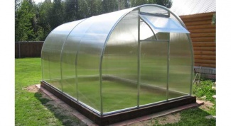 How to assemble bought from polycarbonate greenhouses with their hands