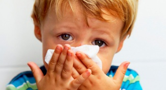 How to treat a runny nose in a child