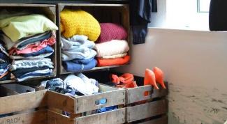 Как сделать полки для одежды из овощных ящиков