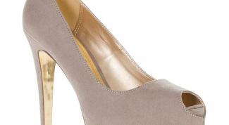 Как продлить жизнь светлой замшевой обуви