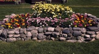 Как сделать красивую клумбу из камней
