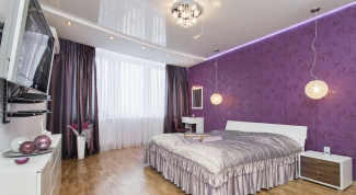Фиолетовые обои в интерьере