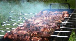 Как приготовить сочный шашлык на пикнике