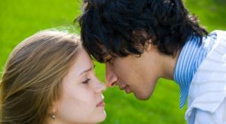 Как узнать, что ты нравишься парню