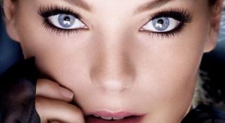 Как сделать голубые глаза ярче