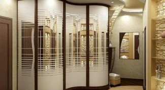 Шкафы-купе в квартире: удобство и функциональность