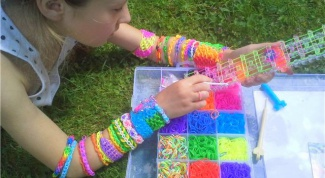 How to make bracelets out of rubber bands