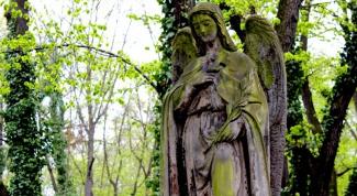 Как нужно вести себя на кладбище