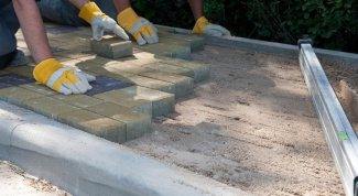 Methods of laying paving slabs