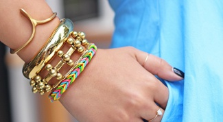 How to make bracelets out of rubber bands: for beginners