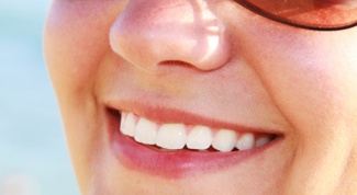 How to whiten teeth at home without harm to the enamel
