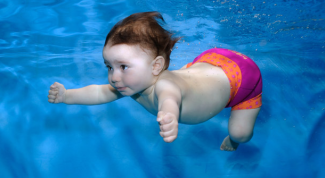 7 причин прийти в бассейн с грудным малышом