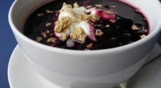 Суп из черники с клецками