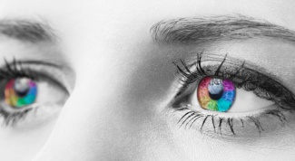 How eye color affects a person's character