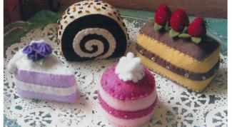 Шьем пирожные из фетра
