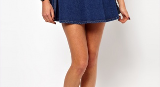 How simple and creative to decorate a denim skirt