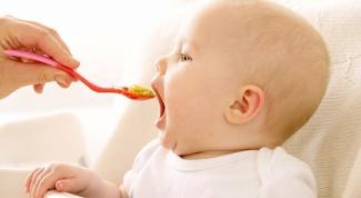 Как вводить первый прикорм малышу