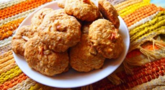 A simple recipe for delicious cookies with oatmeal, honey and nuts