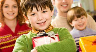 Как выбрать интересные и полезные подарки детям