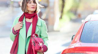 Как научиться сочетать яркие сложные цвета между собой в одежде
