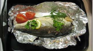 Запеченная в фольге речная рыба