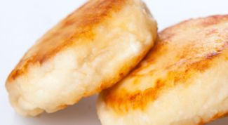 Как приготовить домашние сырники