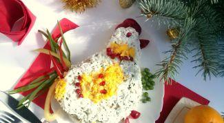 """Как сделать новогодний салат """"Петушок"""""""