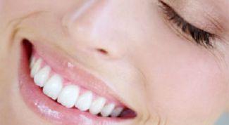 Как отбелить желтые зубы в домашних условиях