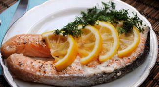 Как запечь стейк лосося на Новый год