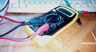 Как найти фазу и ноль в розетке мультиметром (тестером)