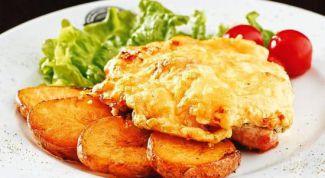 Куриные бедра с картофелем под сыром