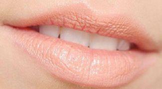Как осветлить губы в домашних условиях