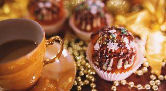 Как испечь кексы с шоколадной начинкой