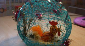 Как посадить петушка в шарик из ниток