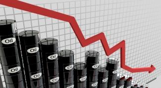 Почему в России нефть дешевеет, а бензин дорожает