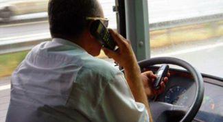 Что запрещено водителю транспортного средства делать за рулем?