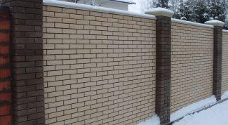 Как сделать фундамент под кирпичный забор