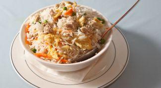 Рис с мясом и овощами в горшочках под шубой из теста