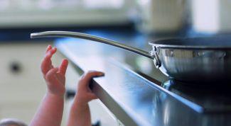 Безопасность ребенка дома