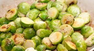 Brussels sprouts with the trout fillet and walnuts