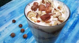 Десерт творожный с орехами и хурмой