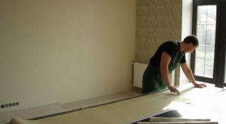 Как наклеить текстильные обои на стены