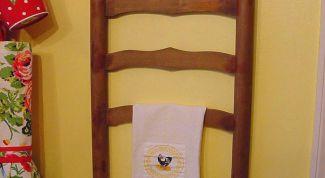 Идея: две вешалки из старого стула