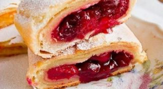 How to make strudel with apples and cherries