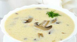 Куриный суп с сыром и грибами