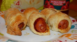 Sausages in tomato dough