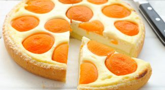 Cottage cheese pie with peaches
